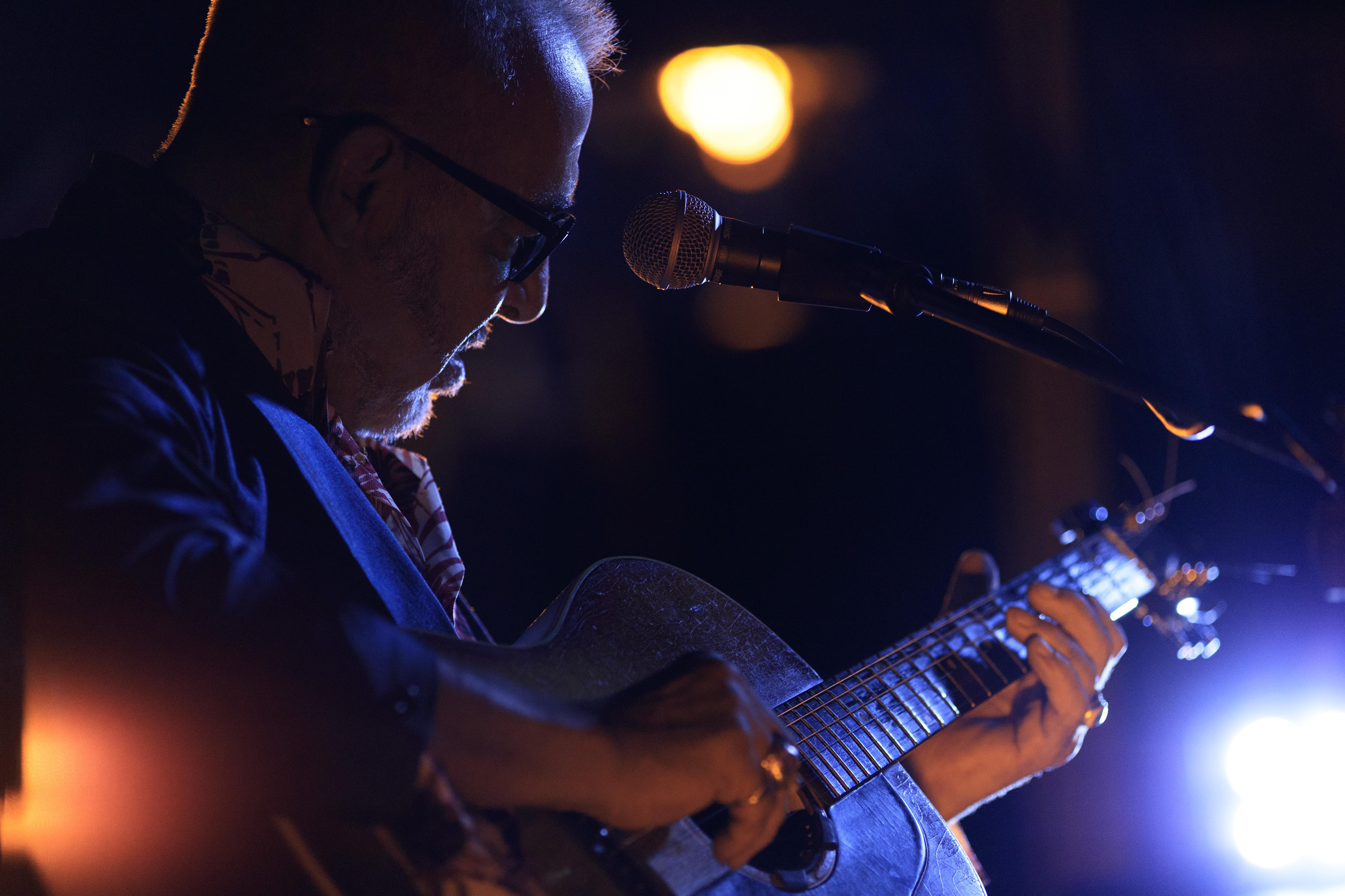 huyen-thoai-guitar-henry-padovani-bieu-dien-tai-metropole-ha-noi