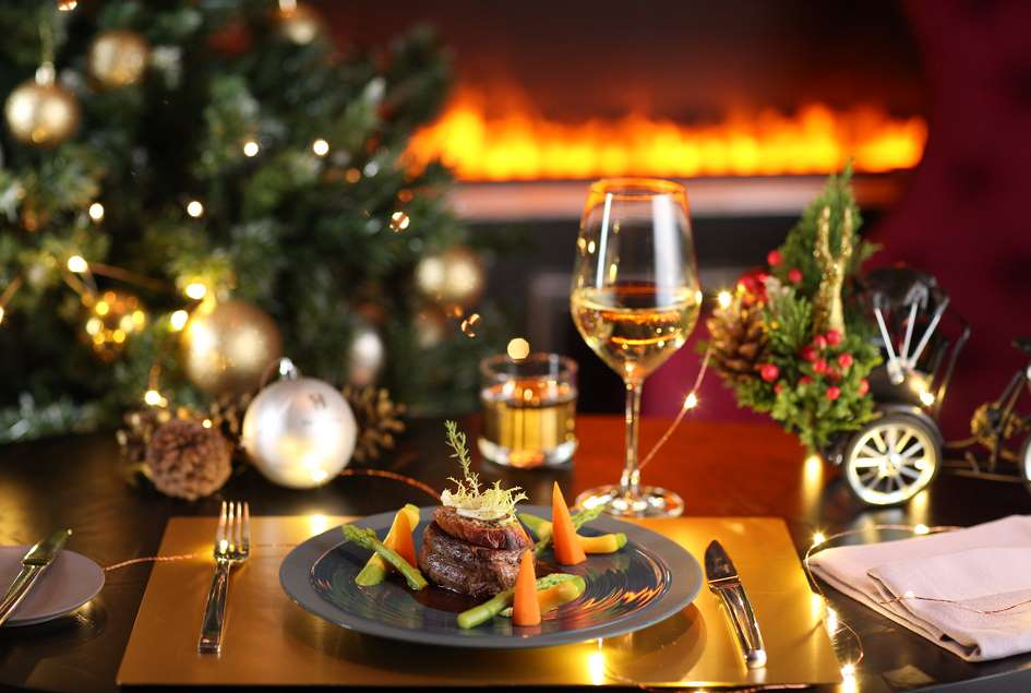 metropole-hanoi-lays-railroad-through-hotel-for-christmas